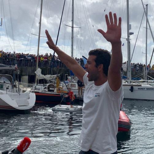 Arrivée de Guirec dans le port de Brest accueilli par une foule après sa traversée retour par l'Atlantique Nord (1er octobre 2021)