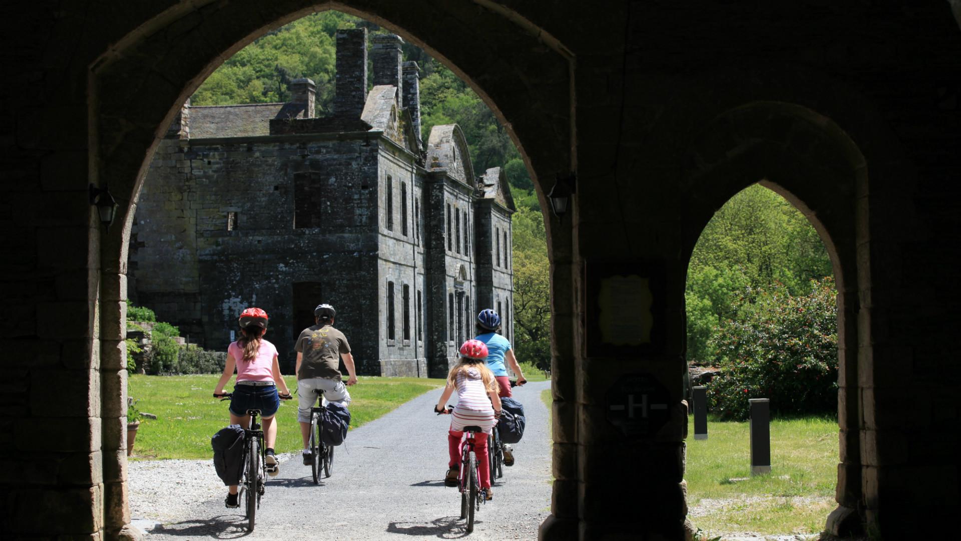 Cyclistes à Mûr-de-Bretagne