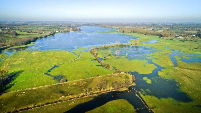 Vue en perspective sur le marais de Sougeal