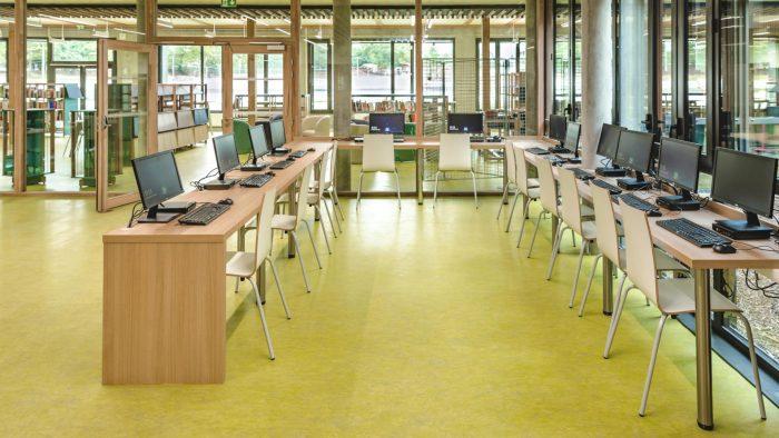 Salle informatique du lycée de Liffré