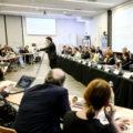 Le président Loig Chesnais-Girard parlant au pupitre lors de la session du Sraddet à Brest
