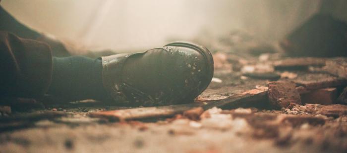 Scène du film, un pied au sol
