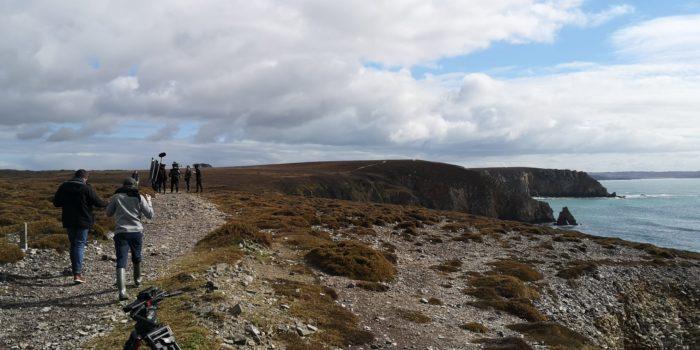 tournage au bord d'une falaise, du film Que Règne le silence