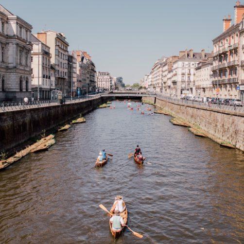 Trois kayakistes sur la Vilaine, quai Emile Zola à Rennes (35)
