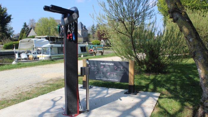 Une station d'autoréparation vélo au port d'Évran (22)